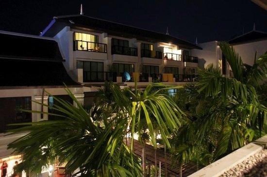 Centara Anda Dhevi Resort and Spa : 夜は静かでプーケットなんかとは違ってゆっくりのんびりできます。