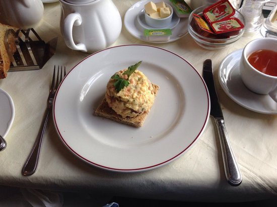 Poppies Hotel & Restaurant : Breakfast.  Smoked salmon and scrambled egg.