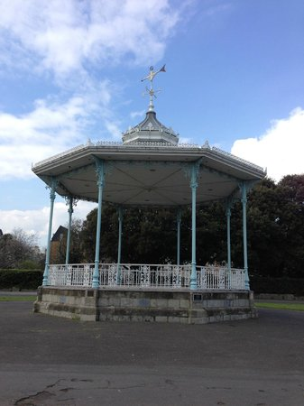 The Leas Promenade: The lovely bandstand