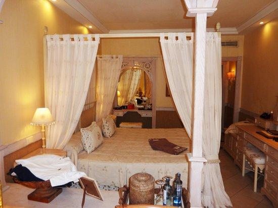 IBEROSTAR Grand Hotel El Mirador : Four poster bed
