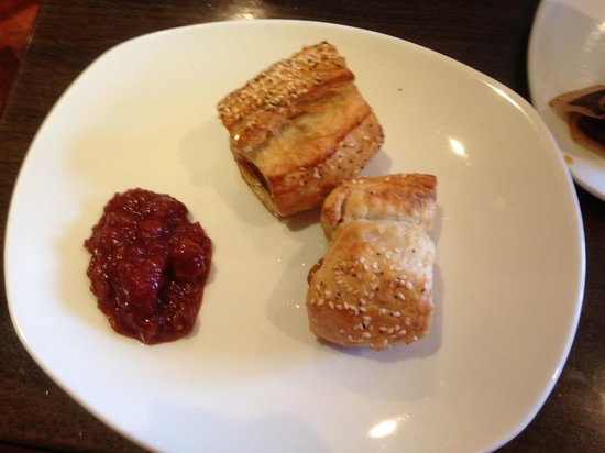 Cafe Noir : Sausage roll and jam--- delicious