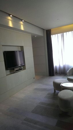 Hotel Nikko Saigon: Relax in the tv lounge!!