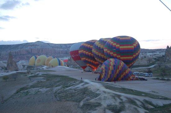 Goreme Balloons: Die ersten Ballons erheben sich