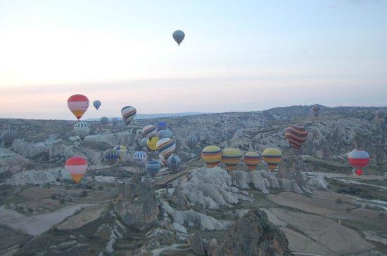 Goreme Balloons: Ballons über dem Roten-Tal