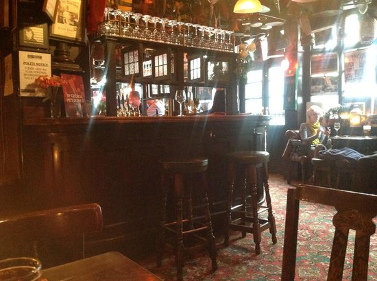 The Churchill Arms : lovely atmophere