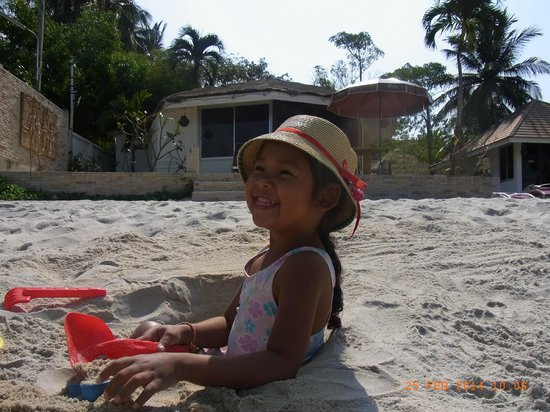 Rajapruek Samui Resort: Hotelstrand (sehr geeignet für Kinder)
