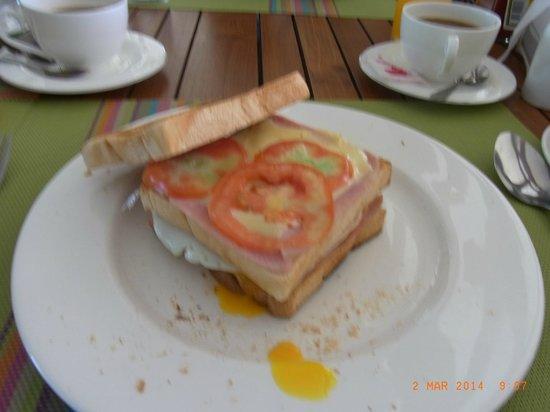 Rajapruek Samui Resort: Club-Sandwich, Frühstück