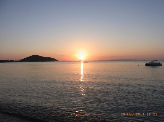 Rajapruek Samui Resort: Sonnenuntergang am Hotelstrand