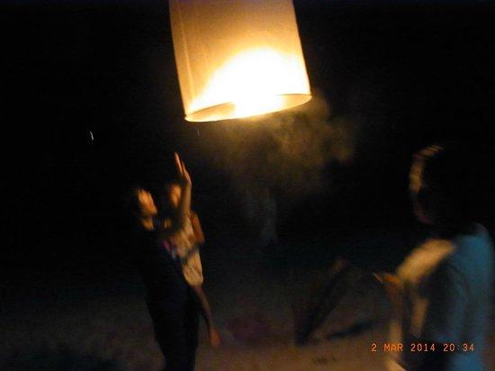 Rajapruek Samui Resort: Happy-Baloon, gestartet am Hotelstrand