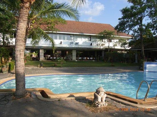 Rajapruek Samui Resort: Pool (kleiner Pool), mit Blick auf das Hauptgebäude