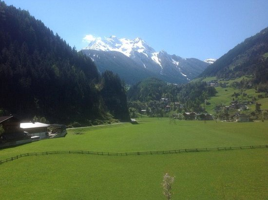 Gutshof Zillertal: Gorgeous Mountain View from our Room