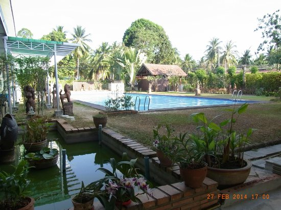 Rajapruek Samui Resort: Pool (großer Pool), Blick vom Hauptgebäude aus