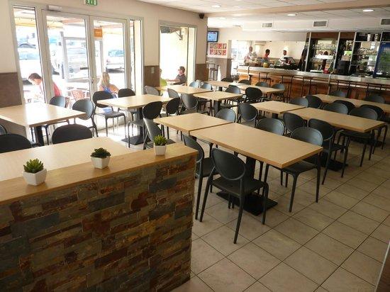 Cafeteria du Centre: La salle brasserie/cafétéria