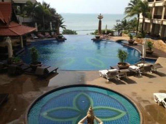Garden Cliff Resort and Spa: Vista dall'entrata