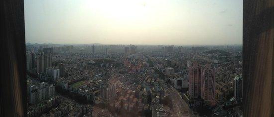Hilton Zhongshan Downtown: Nice 48th floor view