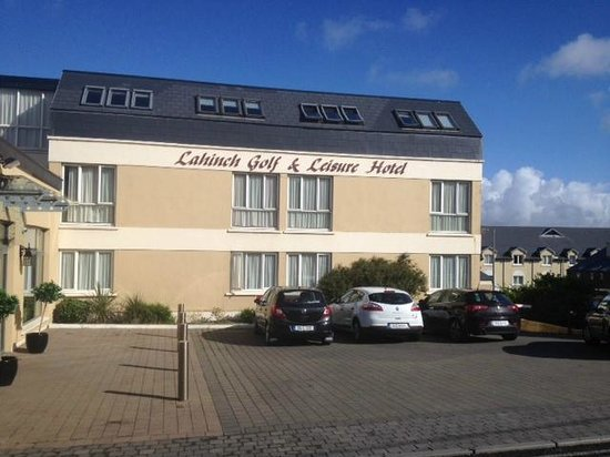 Lahinch Golf & Leisure Hotel: you can't miss it