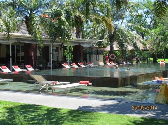 Segara Village Hotel: Pool Area by the Beach