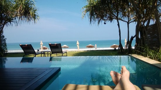 Aleenta Phuket Resort & Spa: Poolside at our pool suite