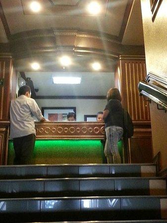 Paladin Hotel: Reception