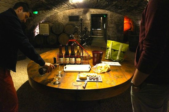 Authentica Tours : Our first tasting with cheese and wine