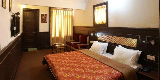 Hotel Sadaf: A DELUXE ROOM