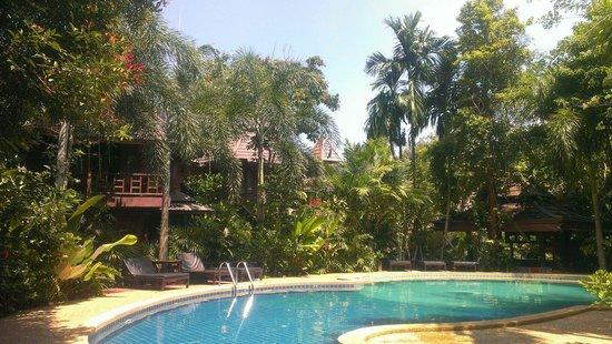 Phu Pha Ao Nang Resort and Spa: Swimming pool in the jungle
