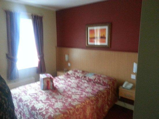 Ballyliffin Hotel: room