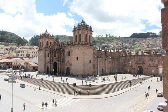 Catedral del Cuzco o Catedral Basílica de la Virgen de la Asunción: Catedral na Praça de Armas