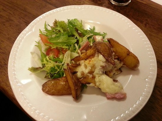Ballyliffin Hotel: cheese and bacon wedges