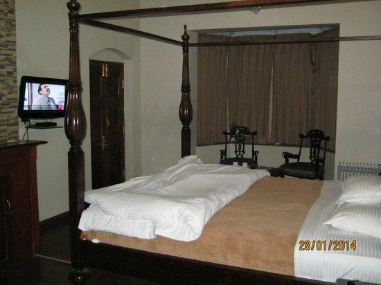 Bouganvilla: Inside the room