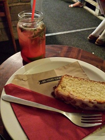 The mess-canteen+Bar: Messito and lemon cake