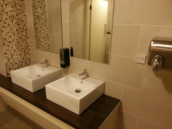 Ballyliffin Hotel: bathroom