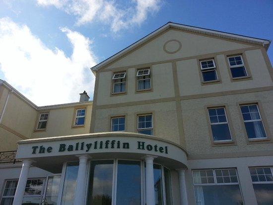 Ballyliffin Hotel: front