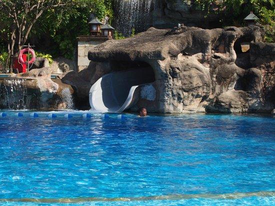 Grand Nikko Bali: Pool with water slide