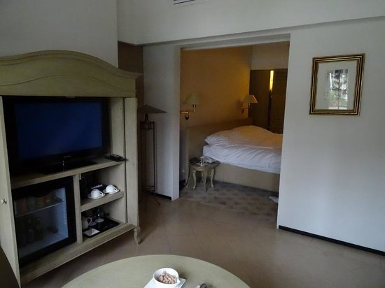 Goodwood Park Hotel: Poolside suite lounge to bedroom