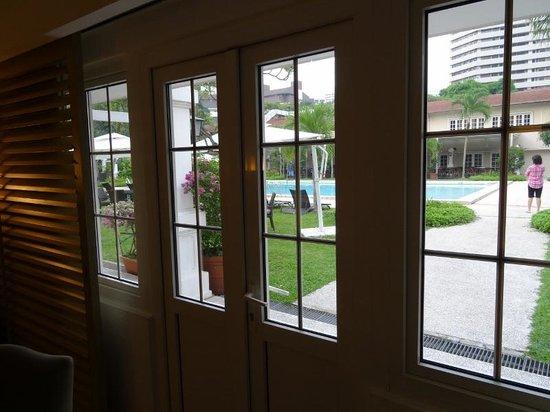 Goodwood Park Hotel : Poolside suite door to main pool