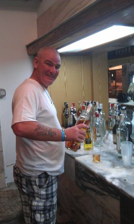 Ola Club Panama: self service bar, no queing