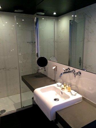 Hotel Armoni: Badrummet på mitt Cityrum