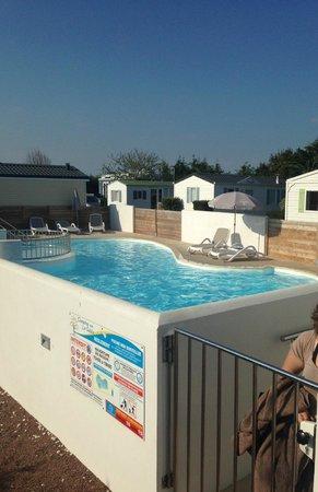 Camping le Sabia : la piscine du camping