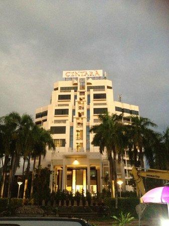 Centara Karon Resort Phuket : the main tower of the resort