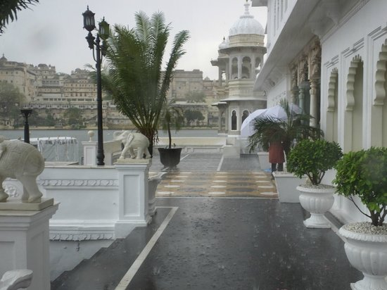 Taj Lake Palace Udaipur: torrential downpour not in monsoon season so a real treat!