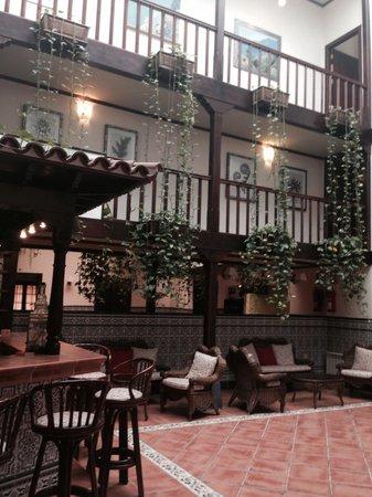 Hotel Rural Victoria : Patio hotel