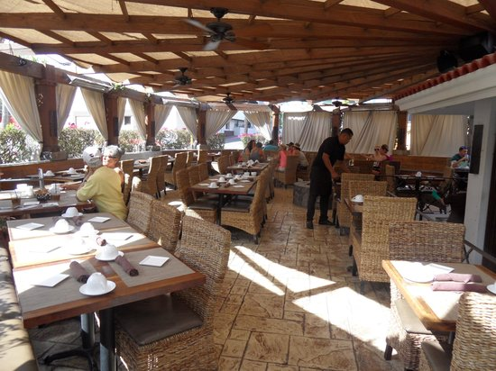 Bahia Hotel & Beach Club: Enjoy a lovely long leisurely breakfast or  lunch in this beautiful restaurant