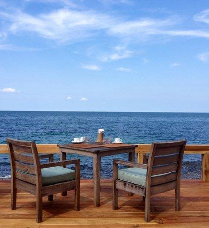 Mango Bay Resort: Breakfast on the new deck