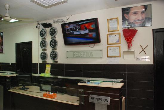 The Lazeez Hotel & Restaurant: Reception