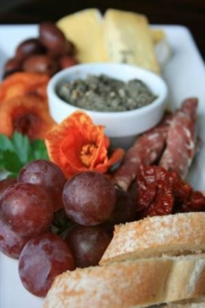 Matakana Tours : Antipasto platter vineyard lunch is included
