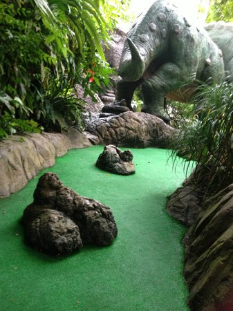 Dino Park Mini Golf : dinosaur poo obstacle