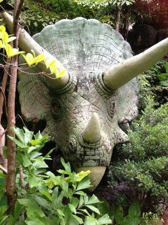 Dino Park Mini Golf : massive dinosaurs everywhere