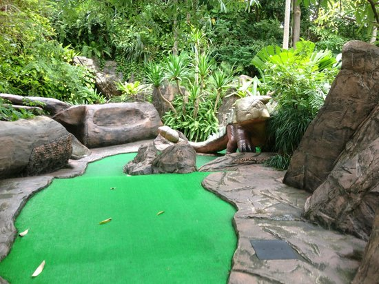 Dino Park Mini Golf : very well set out