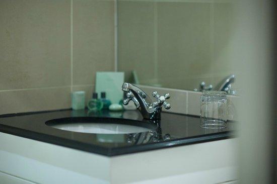 54 Boutique Hotel : Bathroom